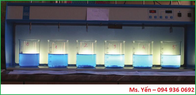 So sánh chất lượng nước cuối cùng trong mỗi cốc thủy tinh sau mỗi phép thử jartest